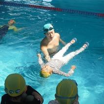 着衣水泳教室及び検定会を実施しました。